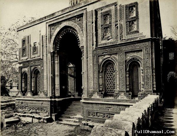 Alai Darwaza in Qutb Minar Complex the entrance to the Quwwat-ul-Islam Mosque