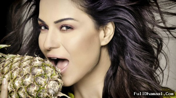Veena Malik As Silk Smitha In 'Silk Sakkath Maga- The Kannad/South Version Of Bollywood's Dirty Picture